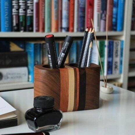 smartphone--woodlook-desk