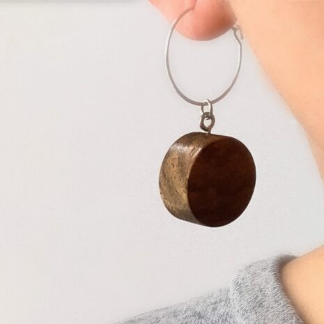 Runde øreinge lavet af træ (1)